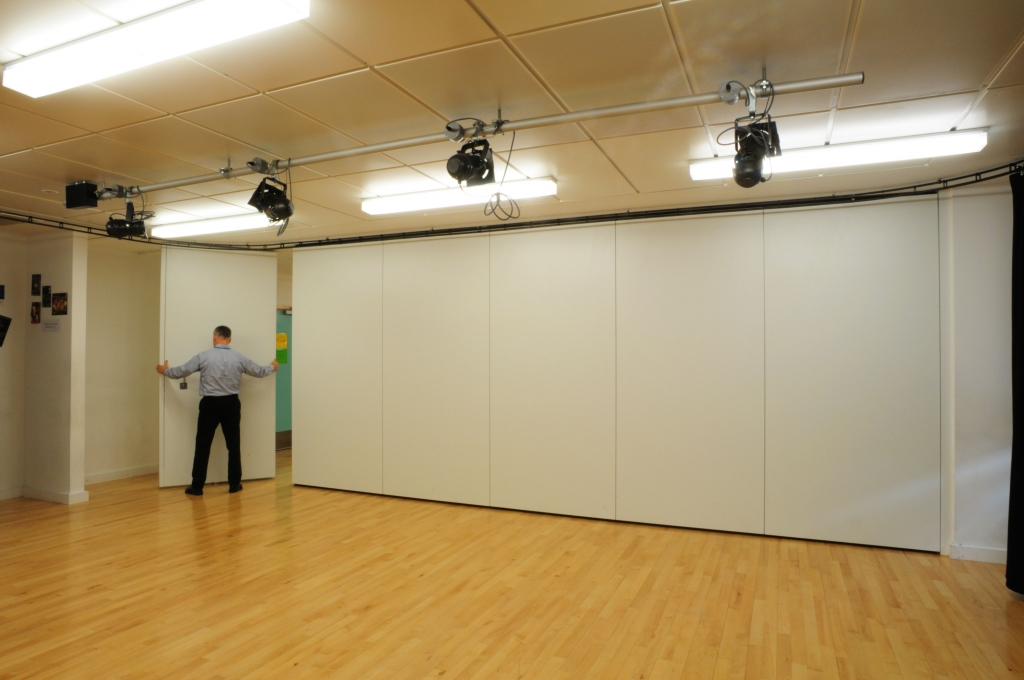 Office Wall Partitions : Sliding office partition walls supplier northamptonshire