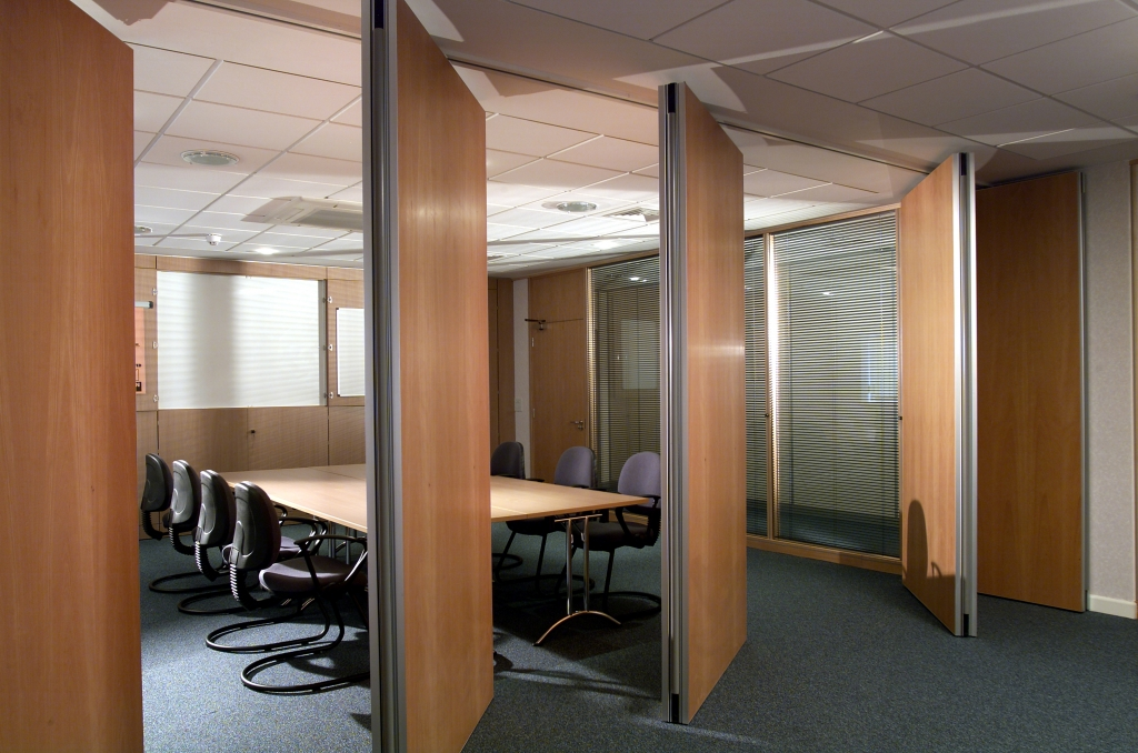 Sliding office partition walls supplier northamptonshire for Sliding door partition wall