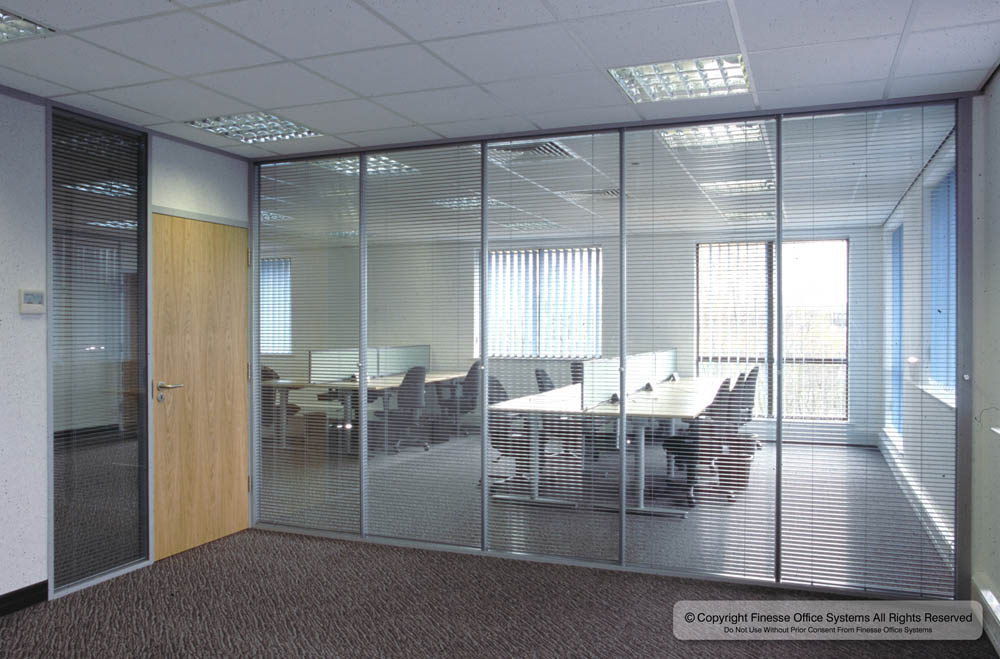 Office Partition Glass Screen With Blind