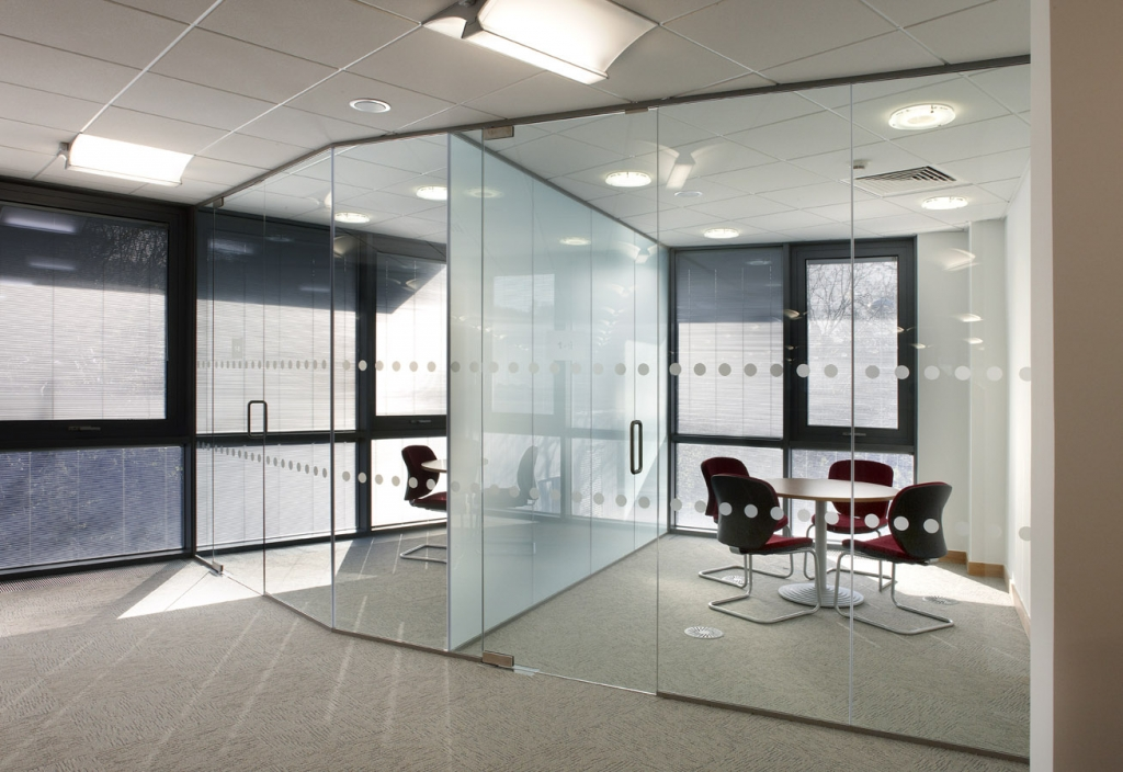 Glass partitioning for office meeting rooms