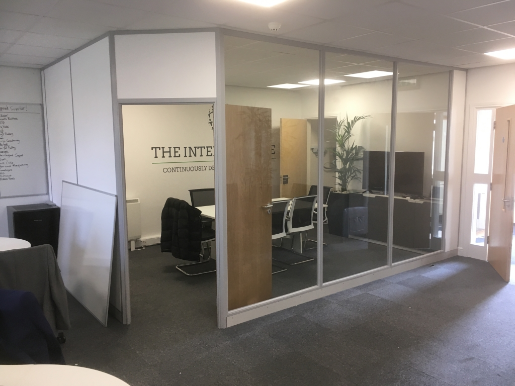 Before photo - meeting room constructed from composite and glass partitioning, installed by Cubex Contracts. (2019)